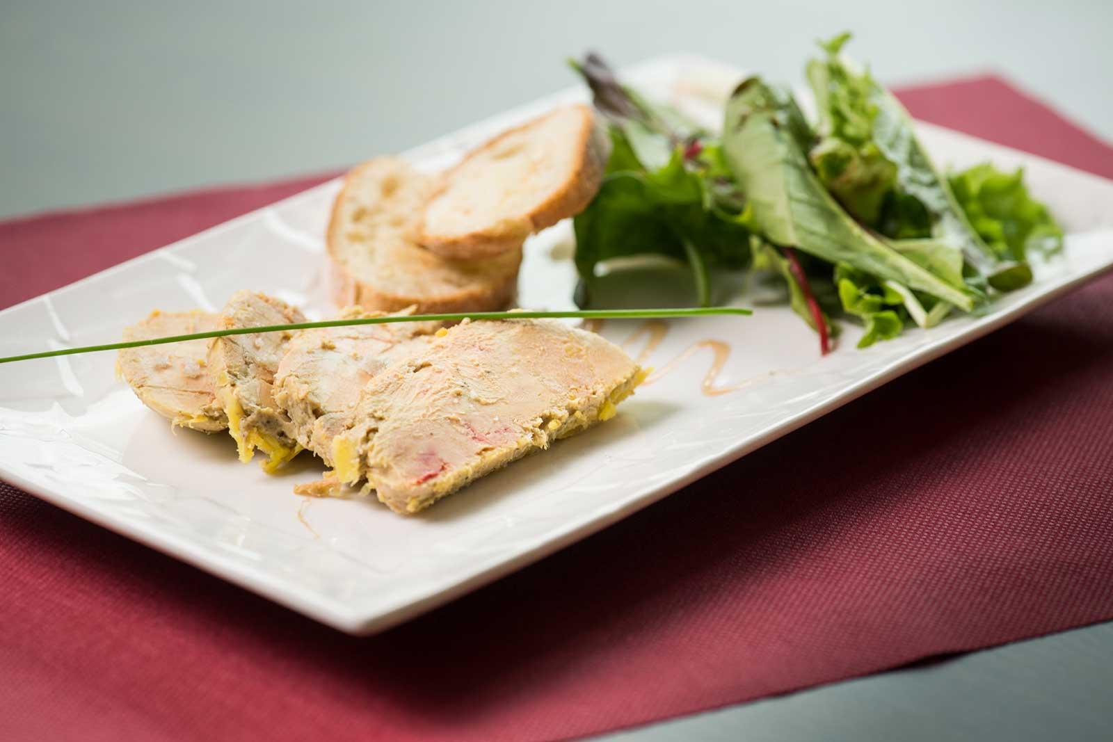 Foie gras : entrée servie au restaurant LA PLANCHA GOURMANDE